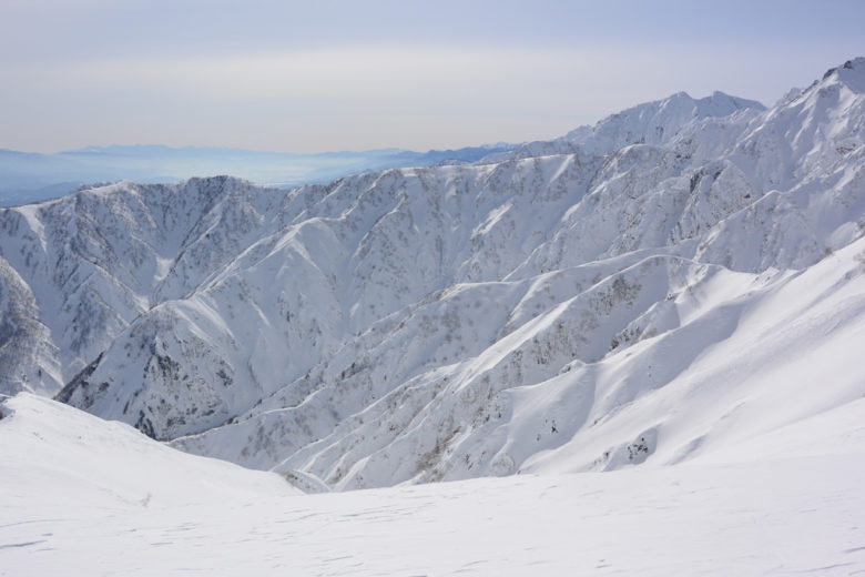 Endless untracked powder runs from Toomi ridge- Hakuba Goryu 47, Japan
