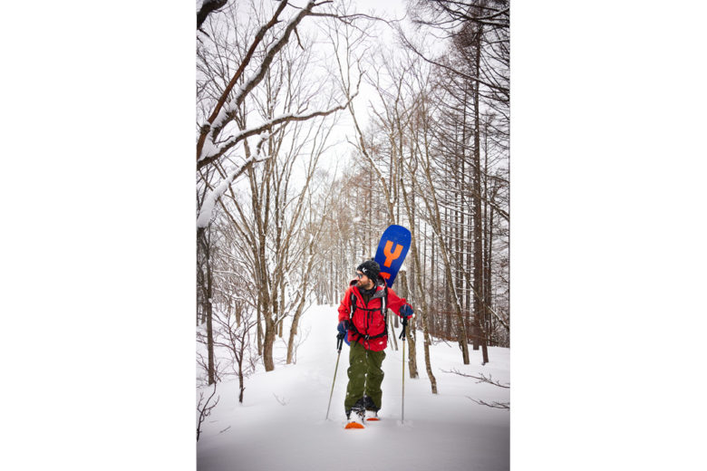 Hiking in powder with snowshoes in Cortina forest – Hakuba-Cortina, Japan