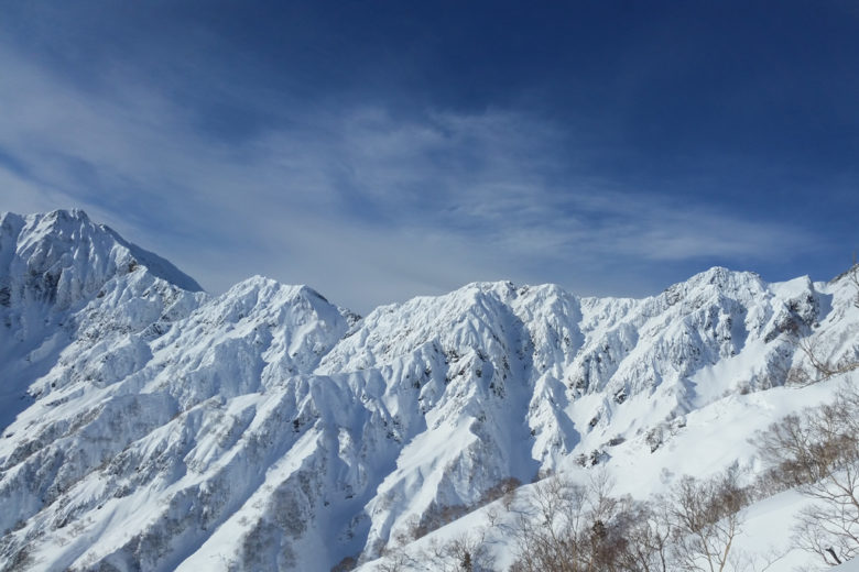 Spines for miles!! The slopes between Goryu and Kashimayari peak are as steep and complex to ride as the best Alaskan lines. A dream background for your hikes on bluebird days – Hakuba Goryu 47, Japan